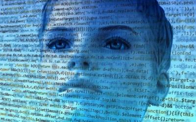 Das Gesicht einer Frau unter einer transparenten Ebene aus Quelltext