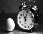 Der Tag beginnt.Dein Wecker läutet und das erste was du machst, ist..