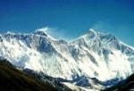 Noch eine Frage aus der Geographie. Wie viel Meter ist der Mount Everest etwa hoch?