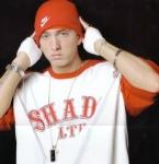 Was steht auf dem Armband, das Hailie Jade Eminem geschenkt hat?