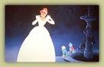 Welche Farbe hat das Kleid der guten Fee aus Cinderella?