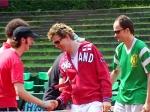 Mit wem spielten die Toten Hosen ein Tennisturnier?