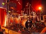 Zum leichten Einstieg... in dem Video aus der Houdini Mansion, wo Joey Drums spielt.. Wer ist kurz im Hintergrund zu sehen?