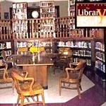 Die Bücher in Giles Bibliothek sind alle echt, und nicht wie in anderen Serien und Filmen nur Attrappen.
