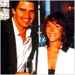 Die Frau neben ihn (s. Bild) ist seine Ex-Frau.