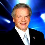 Sein Vater moderiert den Wetterbericht in einer regionalen Fernsehstation.