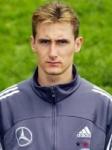 Miroslav Klose ist 27 Jahre alt.