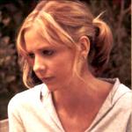 """""""Oh doch! Doch, ich weiß es genau! (Sie legt ihre Hand auf seine Brust.) Ich hab dein Herzschlag gespürt!"""" sagt Buffy."""