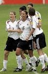 Wann spielte sie ihr erstes Länderspiel in der A-Nationalmannschaft?