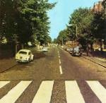 An welcher Stelle geht John auf dem Abbey Road Cover über die Strasse?
