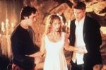 """Als Buffy in """"Das Ende der Welt"""" im Kampf gegen den Meister ertrinkt, kann Angel sie sofort wiederbeleben."""