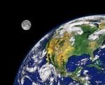 Wie viel Zeit benötigt der Mond für einen Umlauf um die Erde?