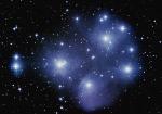 """Wie nennt sich der Sternenhaufen im Stier, der auch unter dem Namen """"Siebengestirn"""" bekannt ist?"""