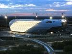 Wieviele Personen passen in die Allianz-Arena?