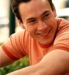 """Wie heisst der Schauspieler der die Rolle als Chris """"Oz"""" Ostreicher spielt?"""