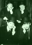 Wie schaffen es die Beatles, in Birmingham in ein Theater zu gelangen, ohne erkannt zu werden?