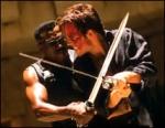 Der Film Underworld handelt von einem Vampir, dem Sonnenlicht nichts ausmacht und versucht alle anderen Vampire zu töten.