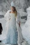 Ihre Feindin heißt die weiße Hexe und ihr Schlitten wird von Maugrimms gezogen.
