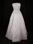 Als die Hochzeit von Dornröschen und dem Prinzen gefeiert wird... Welche Farbe hat da Dornröschens Kleid?