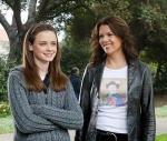 Erstens ganz leicht: Lorelai und Rory sind Mutter und Tochter.
