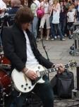 Von welches Gitarrenmarke besitzt Danny mehr als 5 Gitarren