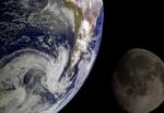 Der Mond benötigt für einen Umlauf um die Erde 28 Tage.