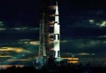 Ein Flug zum Mond dauert in etwa eine Woche.