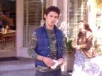 """In der Folge """"Ein schwerer Fall"""" zieht Jess bei Luke ein. Als er zum ersten mal nach draußen geht, sieht er die ganzen fröhlichen Leute du"""