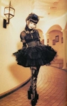 Wenn morgen plötzlich alle als Gothic-Lolita (s.Bild) rumlaufen würden, würdest du es auch tun?