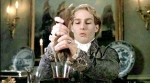Weshalb presst Lestat das Blut einer Ratte in ein Glas in Louis' Haus?