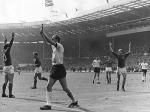 1966 fand die Fußball-WM in England statt. Im Spiel Deutschland gegen England wurde ein Tor nicht gegeben und ging so in die Geschichte ein. Welchen