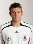 Auf welcher Position spielt Bernd Schneider?