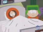 Cartman denkt, Kennys Asche sei Getränkesirup und deshalb mischt er es mit Wasser.