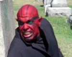 Jetzt wieder eine leichtere Frage: Welchen Namen trägt der Dämon Balthasar in seiner menschlichen Gestalt und welchen Beruf führt er aus?