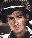 Corporal Upham rettet einem Soldaten das Leben. Welchem?