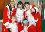 Wer singt mitten in der Nacht Weihnachtslieder?