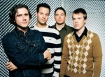 Tom hasst die Band Jimmy Eat World.