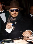 Wer verschaffte Johnny Depp seine erste Kinorolle?