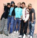 Wie ist die Reihenfolge der Jungs auf dem Here-we-go-again Album