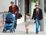 Johnny Depp liebt es mit Spielsachen seiner Tochter zu spielen (natürlich mit seiner Tochter). Mit welchen spielt er am liebsten?