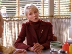 Wie heißt die Frau, der das Independence Inn gehörte und die Lorelai und Rory damals aufnahm?