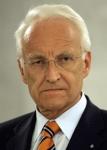 Wie heißt die neben stehende abgebildete Person, die 2002 neben Gerhard Schröder Spitzenkandidat für den Posten des Bundeskanzlers war und welcher