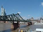 Wie heißt die berühmteste Brücke in Frankfurt?