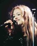 Mit welchem Sänger war sie in den 90er Jahren zusammen?