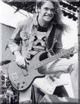 Bei welcher Band spielte Clifford Lee Burton, bevor er zu Metallica gestoßen ist?