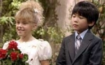 "In der Full House-Folge ""Stephanies Krise"" heiratet Michelle Stephanies Freund Harry."