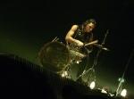 """Zu welchem Lied kommt Christoph auf der Bühne immer von seinem erhöhten Schlagzeug """"runter"""" zu den anderen?"""