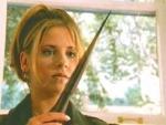 """Faith: """"Der neue Wächter?"""" Giles und Buffy: """"Der neue Wächter!"""" und Faith sagt daraufhin ..."""