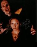 Welche Farbe hat Buffys Kleid als sie bei dem Meister ist?