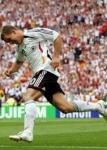 Bei welchem Verein spielt Lukas Podolski?